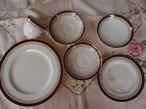 VINTAGE ALFRED MEAKIN ENGLAND 6 ASSORTED PIECES MAROON,GOLD TRIM Loganholme Logan Area Preview