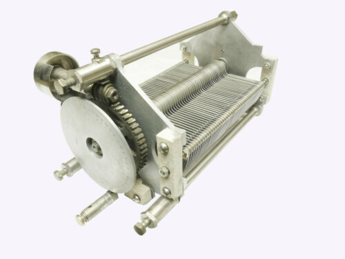CAPACITOR AIR VARIABLE 3700 PF WITH VERNIER DRIVE