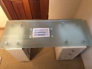 Nail/manicure table with extractor fan   extras