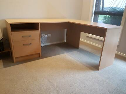 Corner L Shaped Desk And Bookshelves