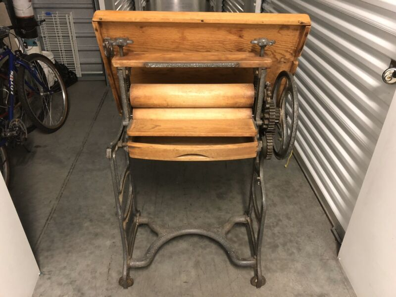Antique folding hand crank clothes wringer mangle