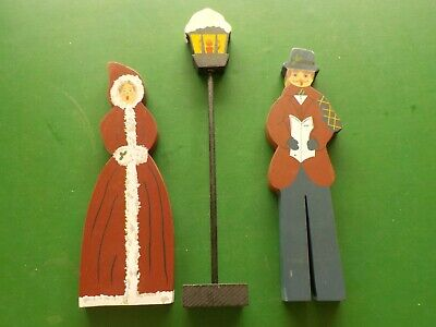 """12"""" tall Wooden Christmas Carolers Under a Lamp Post (PB)"""