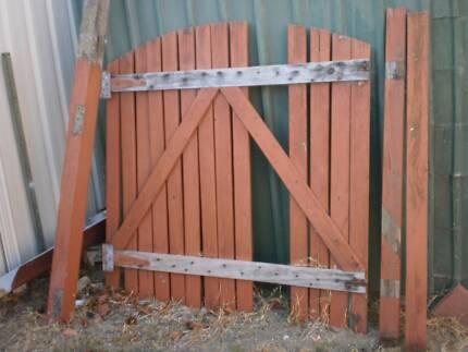 GARDEN & BUILDING MATERIALS -- DOORS, WINDOWS, ROOFING, TIMBERS