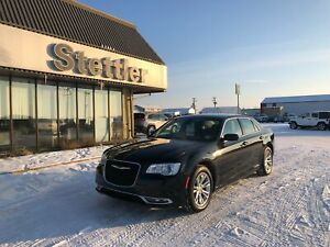 2017 Chrysler 300 TOURING LEATHER! NAV! SUNROOF! REMOTE START!