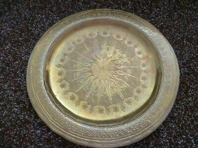 A VINTAGE ARABIC SMALL ORNATELY CHASED & HAMMERED WALL PLATE. ARABIC WALL PLAQUE