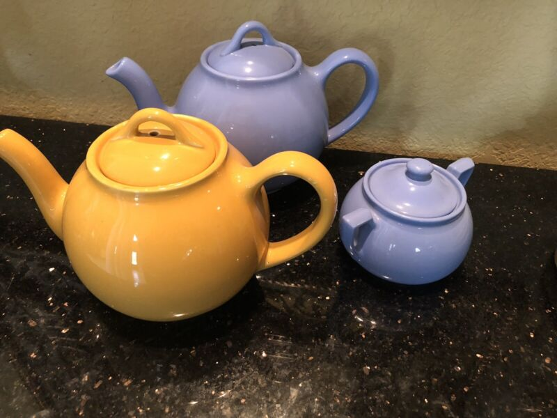 Vintage Lipton Tea Pots And Sugar Bowl Blue & Yellow