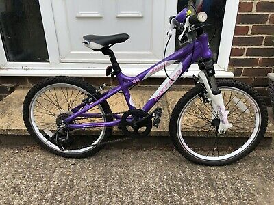Girls Carrera Used Luna Bike. 20 inches. Purple and white. Great condition.