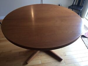 Teak table with 2 extension pieces