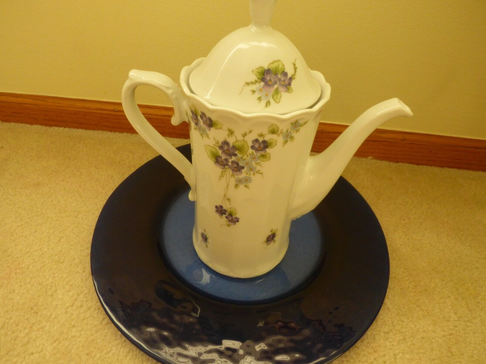 NEW ESCHENBACH BAVARIA-GERMANY PURPLE VIOLA  CHINA COFFE TEA