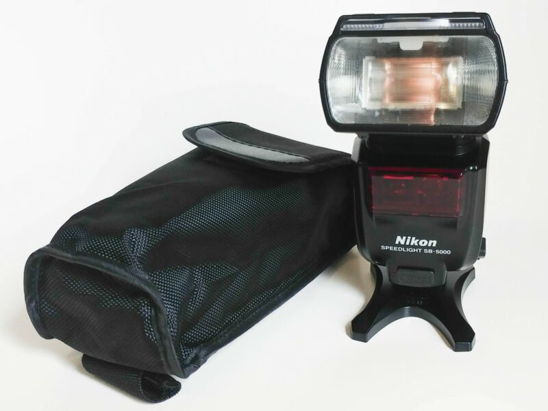 Nikon SB-5000 AF Speedlight Flash with Carry Case and Stand ... (Read)