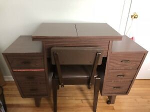 Desk for the sewing machine