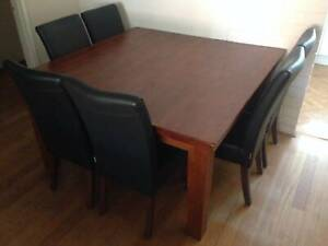 DINING TABLE = NEAR NEW = HIGH QUALITY WOOD