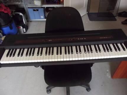 ROLAND EP-77 PIANO