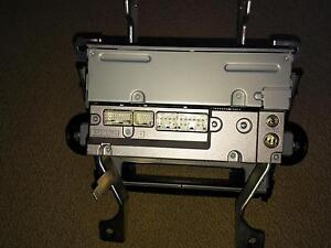 Toyota Highlander 2009 - factory stereo with mounts London Ontario image 2