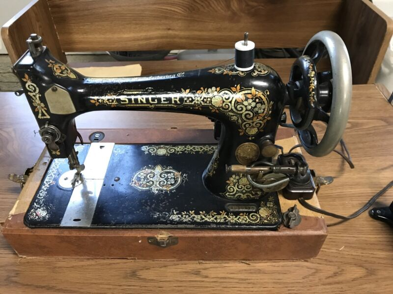 Antique 1905 Singer Sewing Machine With Portable Case