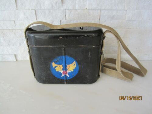WWII US SIGNAL CORPS CS 39 METAL BATTERY BOX WITH PAINTED ARMY AIRFORCE INSIGNIA