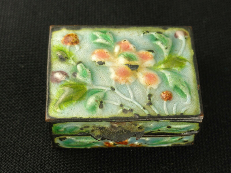 SUPERB ANTIQUE EARLY 20 c. CHINESE CANTON ENAMEL PILL BOX 仿古景泰蓝盒