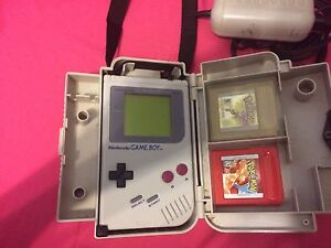 GAMEBOY WITH POKÉMON RED AND GOLD!