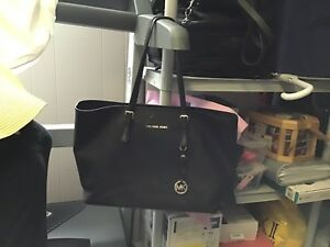 Black Michael kors jet set travel tote