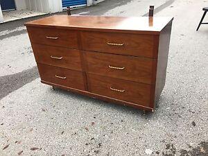 Solid wood dresser 6 drawers  London Ontario image 2