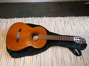 Yamaha g225a classical acoustic guitar with soft case Collingwood Yarra Area Preview