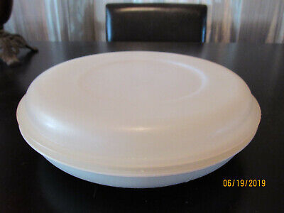 Tupperware Divided Serving Tray Vegetable Snack Dish w/ Lid #1708 Almond/Sheer ()