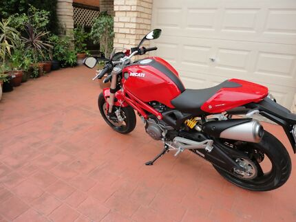 Ducati Monster 659 ABS 2012 (only done 2241 Kms)