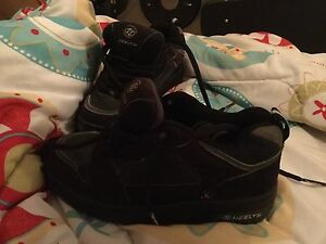 Boys Heelys size 3. Comes with inserts and tool.