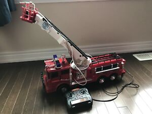 Toys'r'us Fast Lane - Radio Controlled R/C Fire Fighter Truck