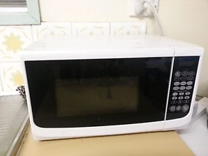 white microwave Avenell Heights Bundaberg City Preview