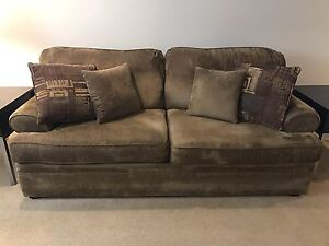Nice comfy couch in good condition