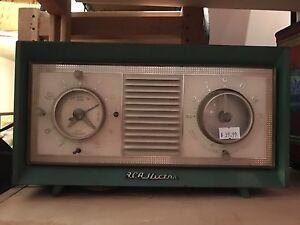1950's RCA victor clock radio