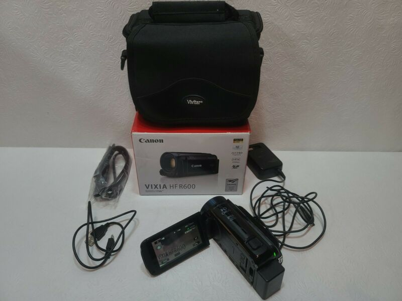 Canon VIXIA HF R600 Camcorder with charger, battery,  USB,  HDMI, case, and Box.