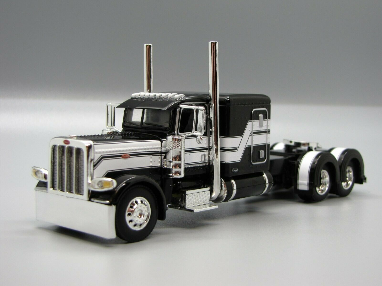 DCP 1/64 Black White Flattop Peterbilt 389 Semi Truck Farm Toy