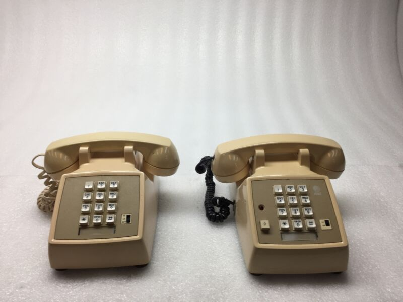 Lot of 2 Vintage AT&T Western Electric 2500MMGB/2500DMGC Touch Dial Telephones
