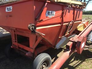 Grain cart and grain auger combo