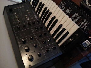 Korg MS10  vintage analogue synth