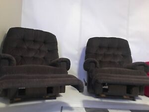 2 lazy boy recliner chairs