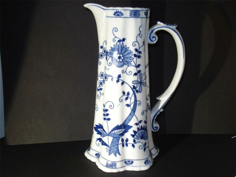"""VIENNA WOODS WATER PITCHER,CHOCOLATE POT,""""BLUE ONION"""",9 1/2"""",HOLDS 3 CUPS LIQUID"""
