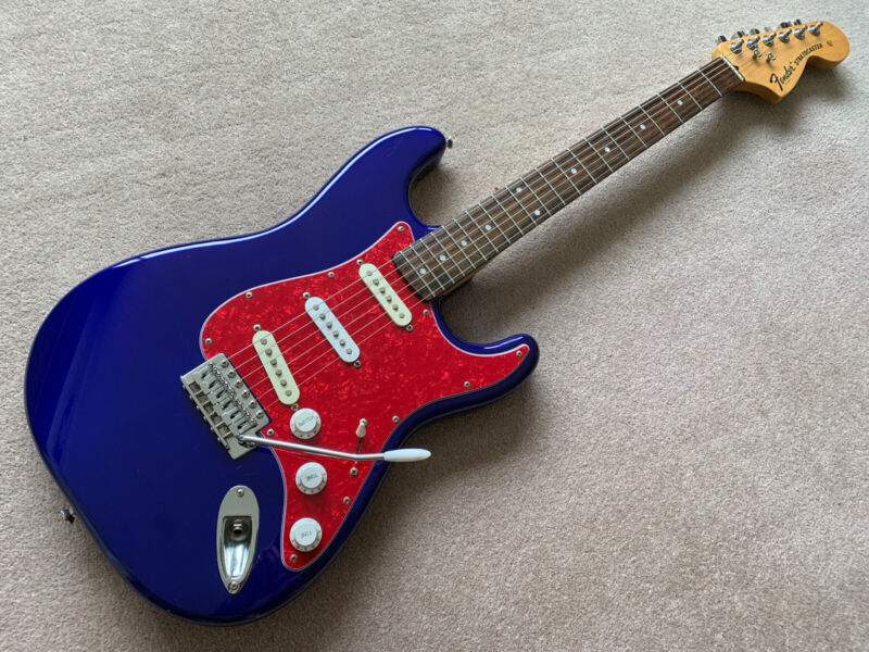 Squier By Fender Stratocaster. 70's Style large headstock.