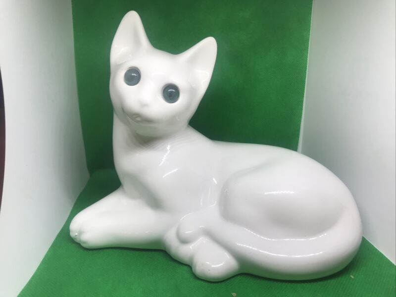 Vintage ELPA Alcobaca White Porcelain Cat Green Eye Portugal