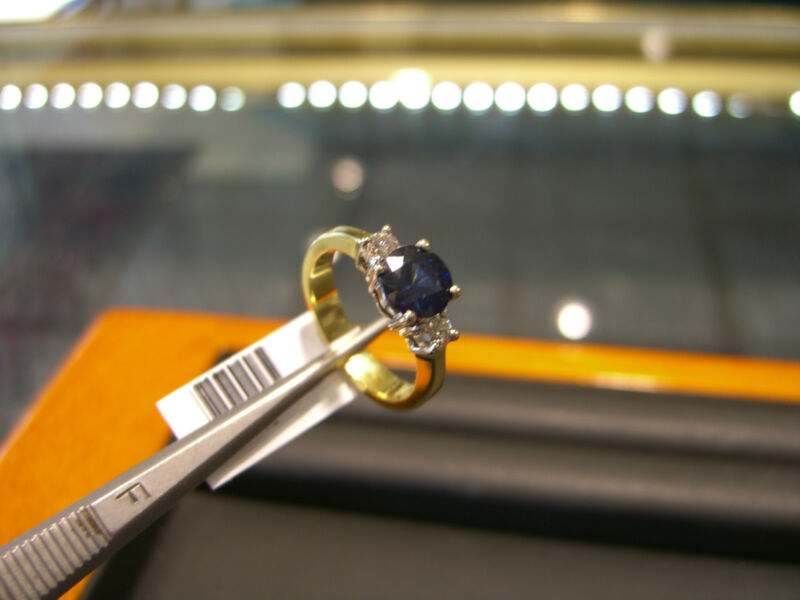 Womens Fine Ring  Diamond And Sapphire18 Karat Yellow Gold  New!!