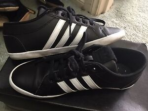 Adidas women's sneaker . Size 6 Berwick Casey Area Preview