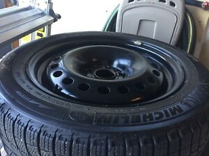 4 tires on steel rims. Michelin X-Ice winter tires. 215/55/R17.