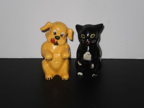 VINTAGE PLASTIC DOG & CAT SALT N PEPPER SHAKERS  1940