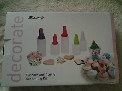 CUPCAKE AND COOKIE DECORATING KIT.(SWIFT)