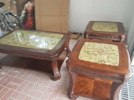 1× Large coffee table 2× table lamps 1×Console table