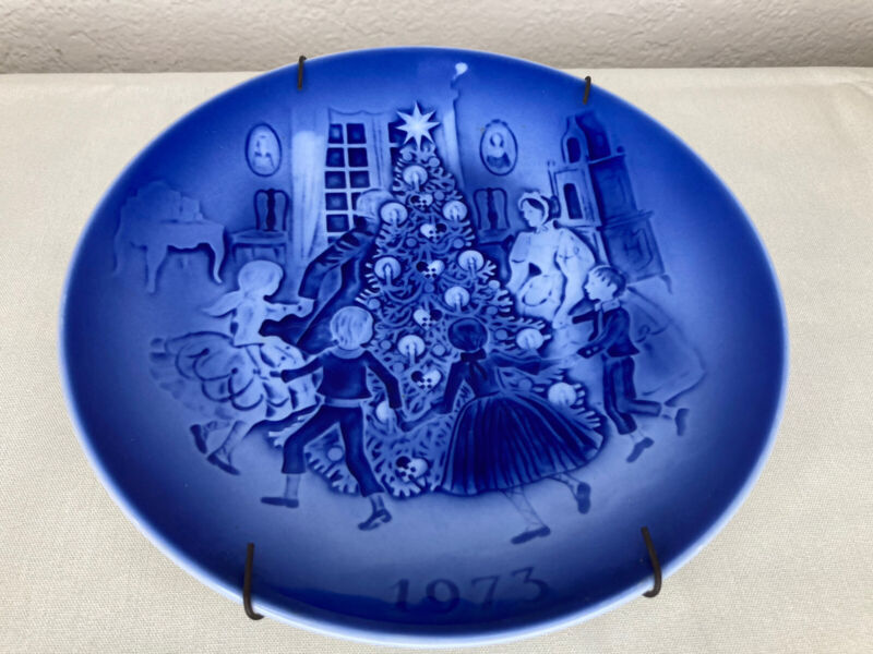 "Desiree DENMARK 1973 Christmas Decorative Blue Plate 7 1/4"" with Hanger"