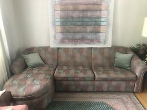Sklar peppler pullout sofa excellent condition.
