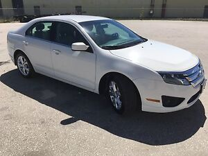 2012 Ford Fusion, like new!!